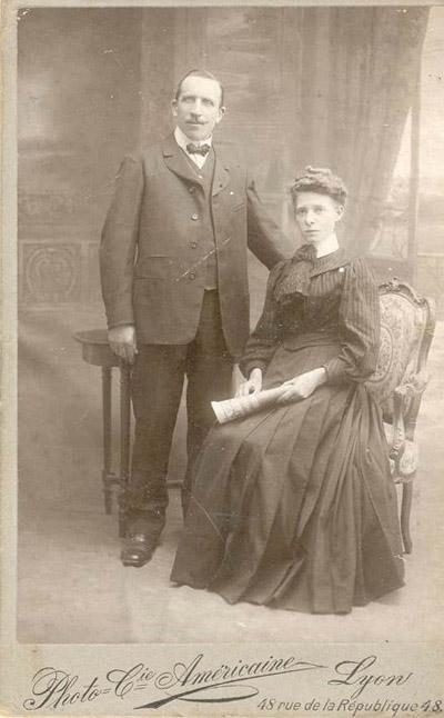 Parents du bébé de Lyon - Main de Ste-Agathe