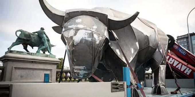 Transport d'un taureau de 2 tonnes à Saint-Martin-de-Belleville